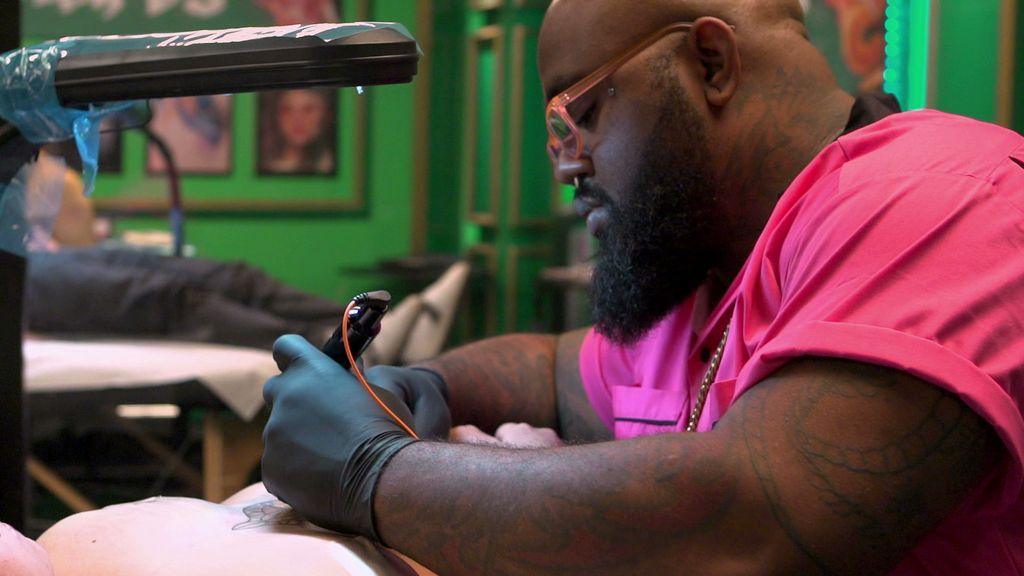 5ad447243 oliver peck, chris nunez, tattoo art, tattoos, dave navarro, ink master -  Eliminated Artist Interview: Quit Buggin' Me - Ink Master (Video Clip)    Paramount ...
